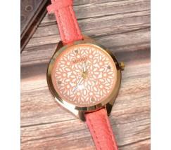 Часы наручные с узором розовые