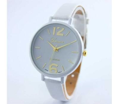 Женские наручные часы на тонком ремешке белые
