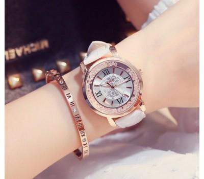 Красивые женские часы белые