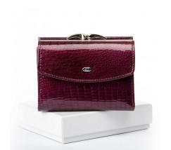 Женский кожаный лакированный кошелек фиолетовый