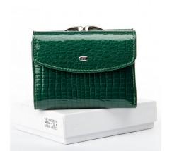 Женский кожаный лакированный кошелек зеленый