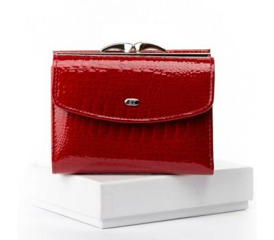 Женский кожаный лакированный кошелек красный
