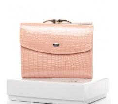 Женский кожаный лакированный кошелек розовый