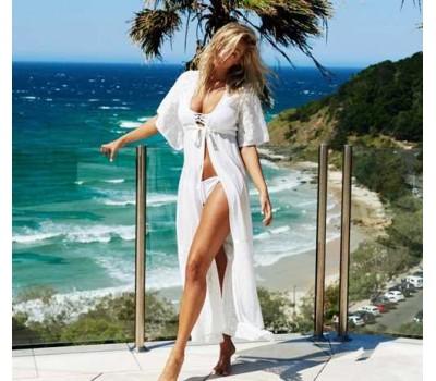 Красивая пляжная накидка с кружевными вставками белая