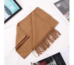 Однотонный женский шарф с бахромой коричневый