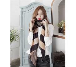 Жіночий легкий шарф чорний в бежеву смужку