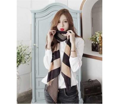 Женский легкий шарф черный в бежевую полоску