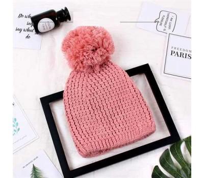 Женская шапка с большим помпоном зимняя розовая
