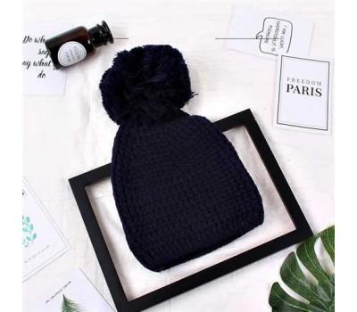 Женская шапка с большим помпоном зимняя синяя