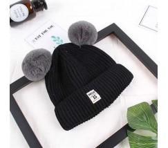 Зимова дитяча шапка з помпончиками чорна