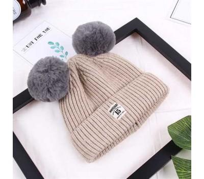 Зимняя детская шапка с помпончиками бежевая