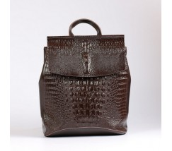 Жіночий шкіряний рюкзак під крокодила коричневий