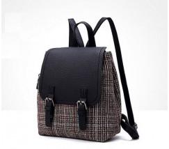 Стильний рюкзак в клітинку чорний