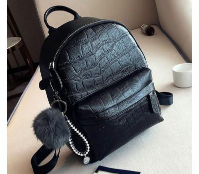 Большой женский рюкзак с пушистым брелком черный