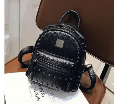 Рюкзак женский с заклепками черный