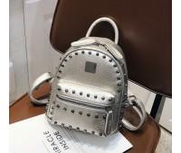 Рюкзак женский с заклепками серебристый