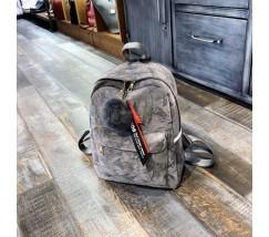 Жіночий рюкзак з хутряним брелоком сірий