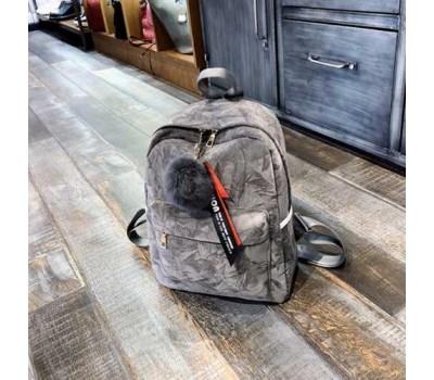 Женский рюкзак с меховым брелком серый