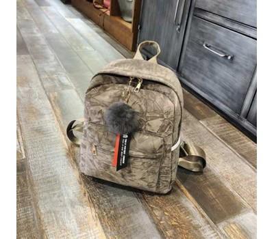 Женский рюкзак с меховым брелком хаки