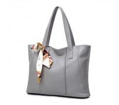 Женская сумка серая с длинными ручками и ленточкой