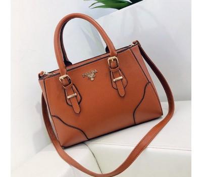 Вместительная женская сумка коричневая