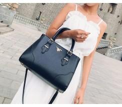 Вместительная женская сумка черная