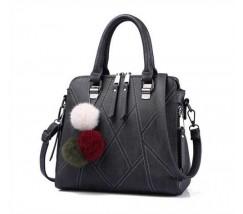 Стильна жіноча сумка з брелоком темно-сіра
