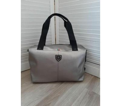 Вместительная спортивная сумка кожзам серебристая