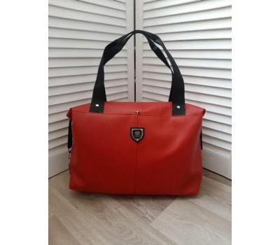 Вместительная спортивная сумка кожзам красная