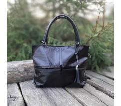 Жіноча велика сумка чорна з тисненням