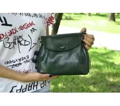 Женская сумка из натуральной кожи с пуговкой зеленая