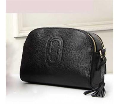 Женская сумка маленькая кожаная черная с кисточкой