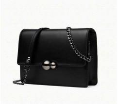Жіноча маленька шкіряна сумочка на ланцюжку чорна