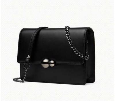 Женская маленькая кожаная сумочка на цепочке черная