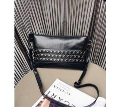 Женская сумочка черная из экокожи с металлическим декором черная