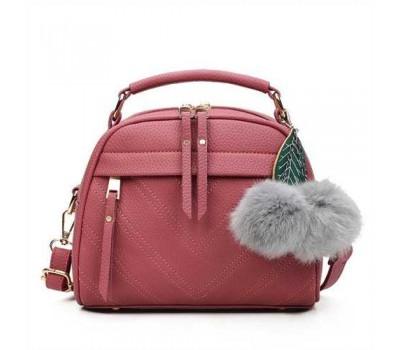 Женская сумочка полукруглая кораловая с с меховым брелком