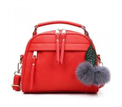 Женская сумочка полукруглая красная с с меховым брелком