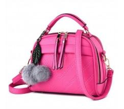 Женская сумочка полукруглая ярко-розовая с с меховым брелком