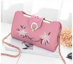 Женская сумочка клатч с вышивкой розовая