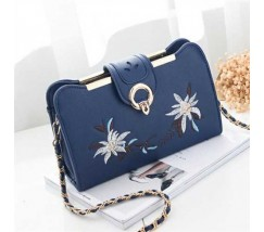 Женская сумочка клатч с вышивкой синяя