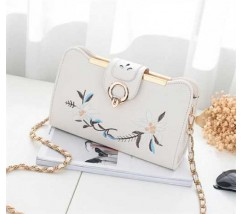 Женская сумочка клатч с вышивкой белая