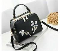 Женская сумка с вышивкой черная