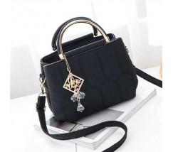 Красивая сумка с брелком черная