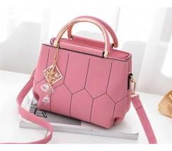 Красивая сумка с брелком розовая