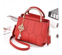 Красивая сумка с брелком красная