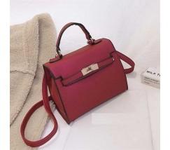 Небольшая женская сумочка с перламутровым отливом красная