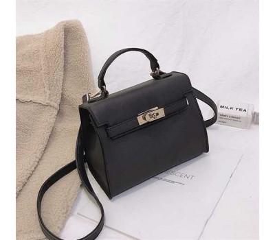 Небольшая женская сумочка с перламутровым отливом черная