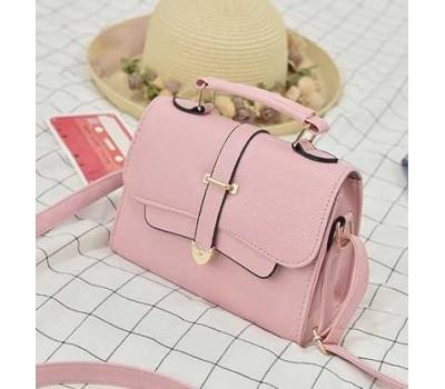 Модная маленькая женская сумочка светло-розовая