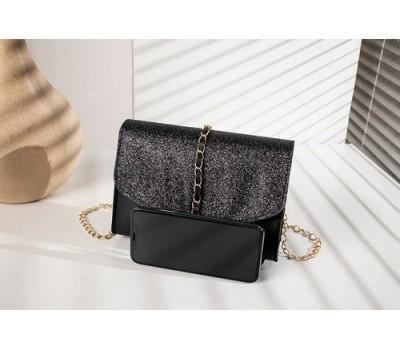 Стильная сумочка-клатч с кисточкой на цепочке черная