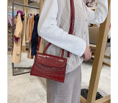 Женская сумка со змеиным принтом красная
